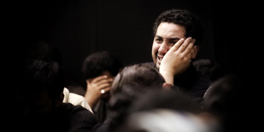 Шииты плачут по Имаму Хусейну на траурном собрании
