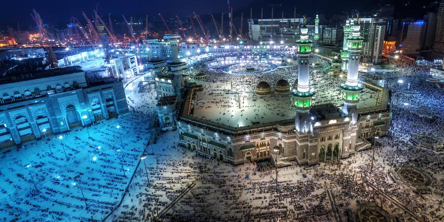 Ночная панорама Запретной мечети, Мекка, Саудовская Аравия