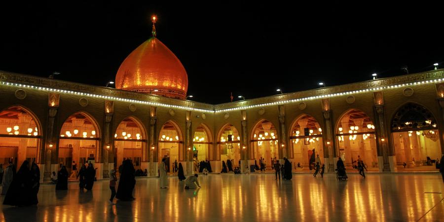 Ночная панорама внутреннего двора мечети Куфы, Ирак
