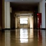 放課後の校舎の写真