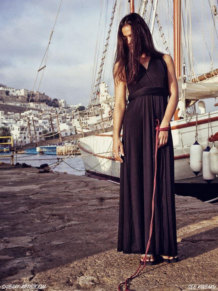 Shibari sur le port d'Ibiza
