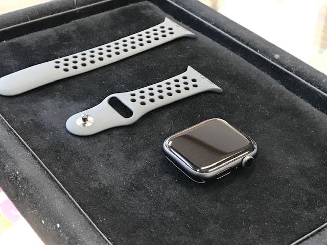 アップルウォッチ5をガラスコーティング