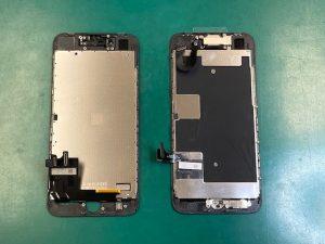 iPhone8画面修理でパネルにパーツ移植