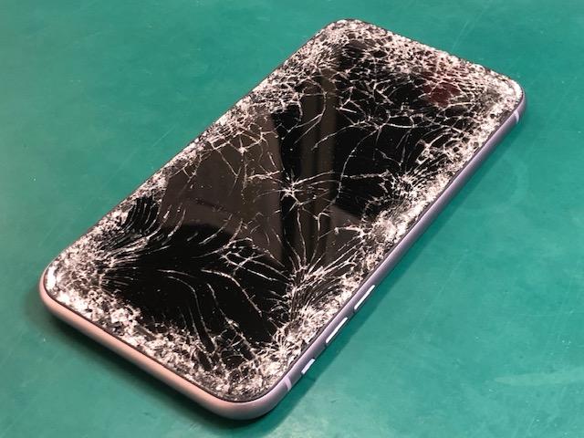 iPhone11画面損傷