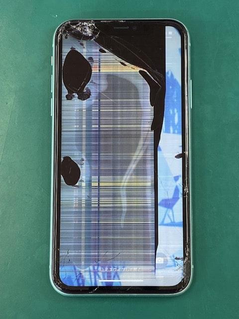 液晶破損したiPhone11
