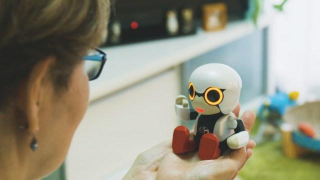 Uzayda konuşan ilk robot satışa çıktı!