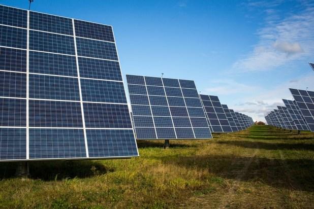 Tesla güneş paneli üretim tesislerini kapatıyor