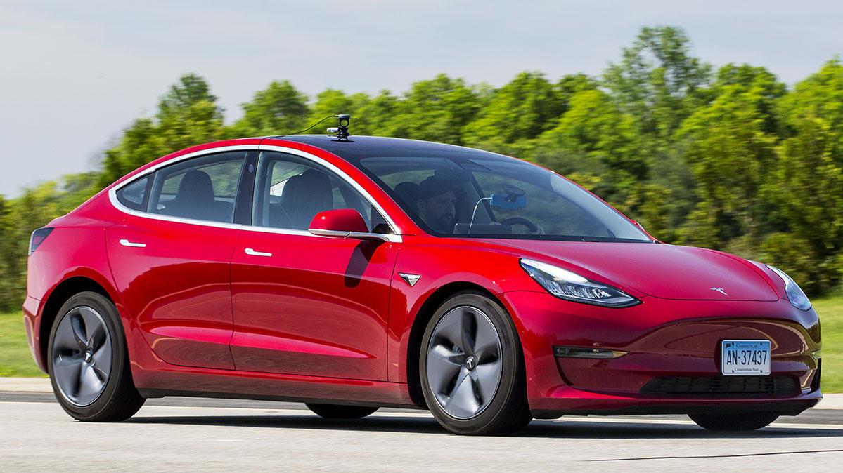 Tesla Model 3 yazılım güncellemesi