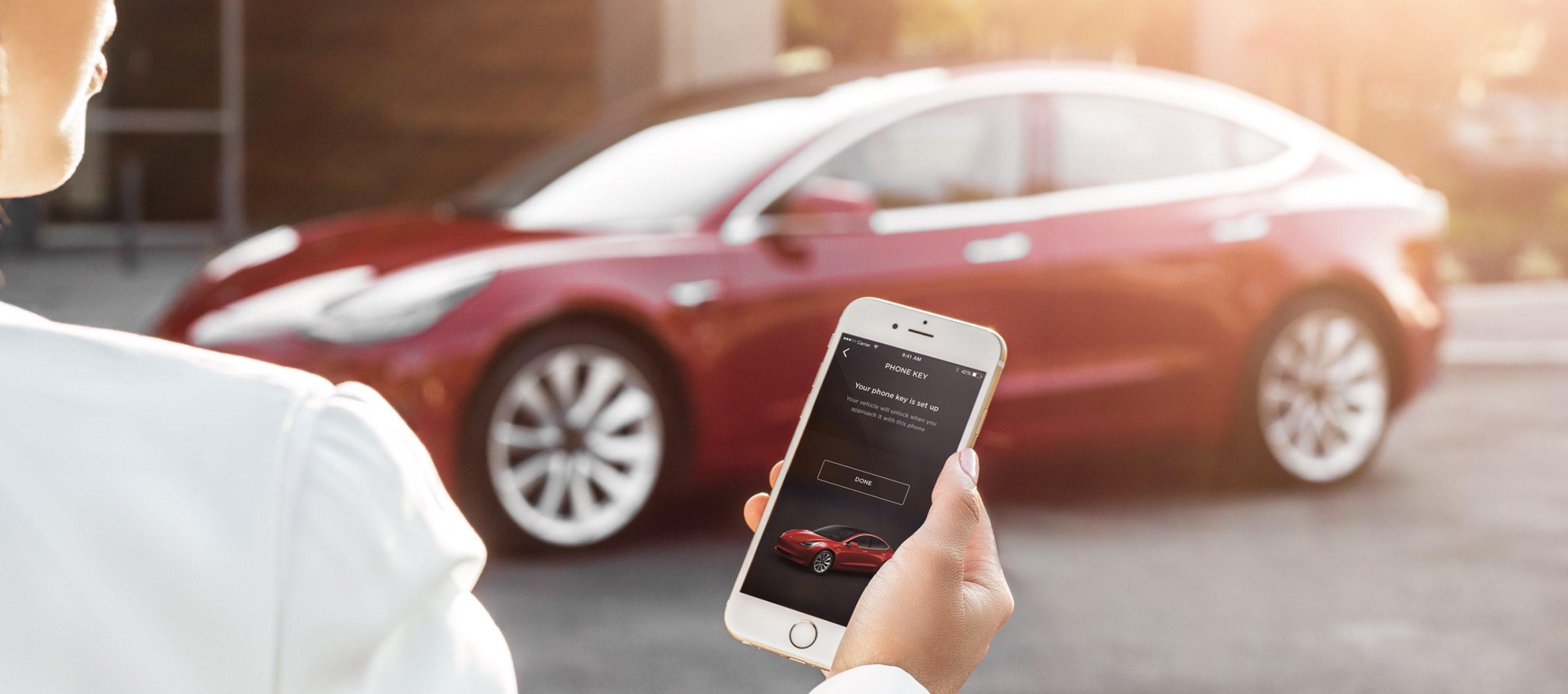 Tesla güncelleme ile Tesla Summon özelliğini geliştiriyor! SDN-2