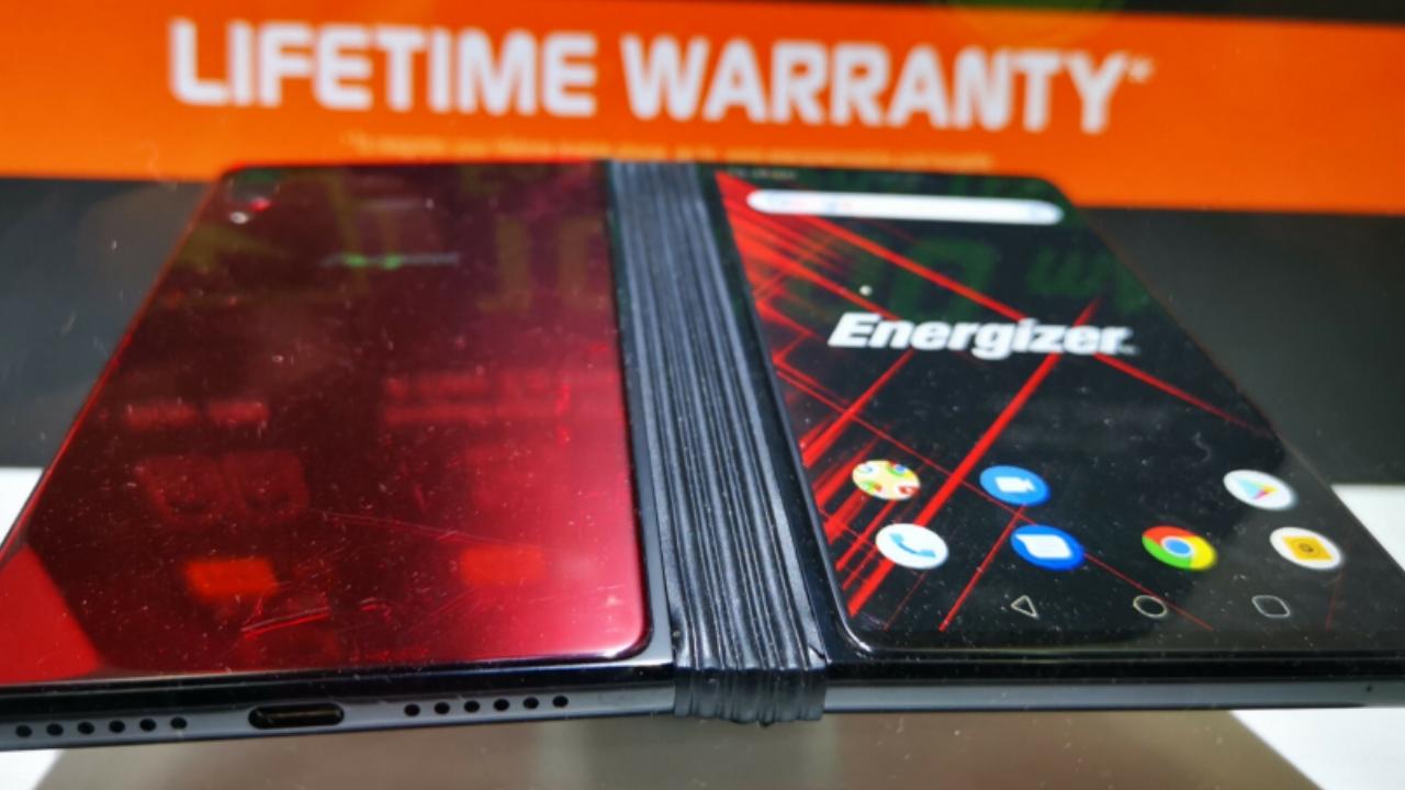 En ucuz katlanabilir telefon Energizer Power Max P8100S sunuldu! SDN-2 (1)