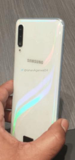 Samsung Galaxy A50 Prizma Beyaz rengi ile dikkat çekecek! SDN-3