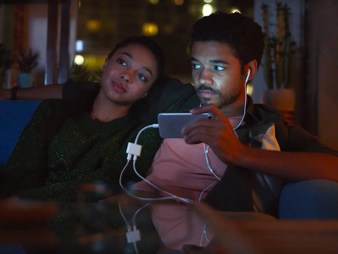 Samsung Apple ile dalga geçtiği reklamı kaldırdı! - ShiftDelete.Net