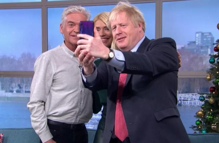 İngiltere Başbakanı Boris Johnson Huawei P20 Pro ile selfie paylaştı