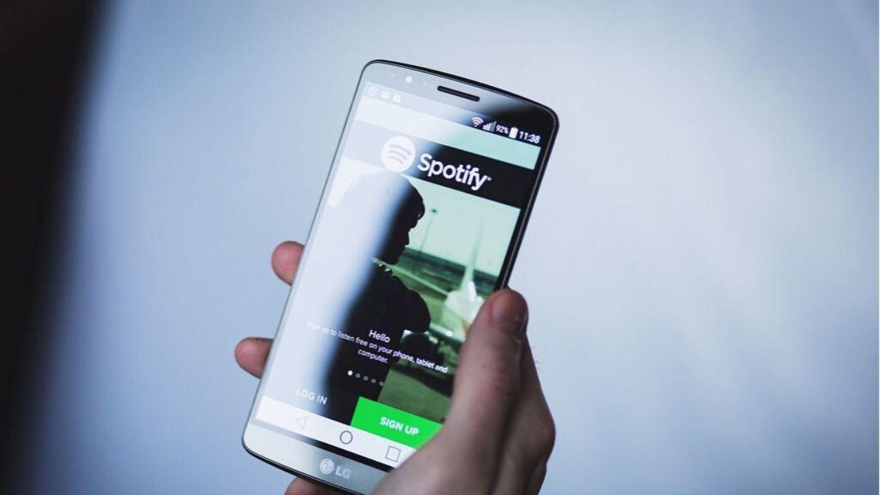 Instagram benzeri Spotify ozelligi-Spotify onerilen takip cubugu-01
