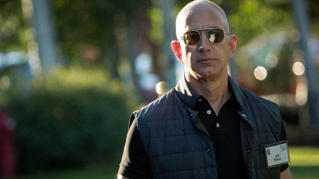 Jeff Bezos kapak fotoğrafı.