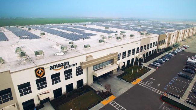 Amazon işçileri Jeff Bezos tarafından belirlenen düşük zamlara tepki gösterdi.