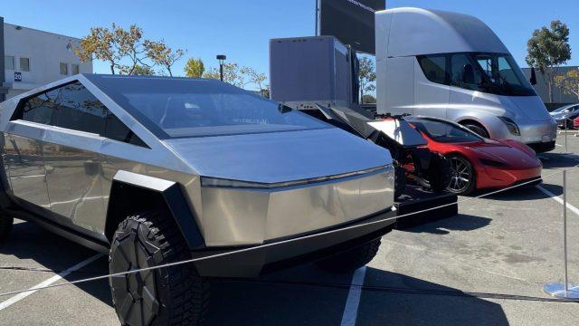 Tesla Cybertruck, ATV, Roadster & Semi sergilendi!