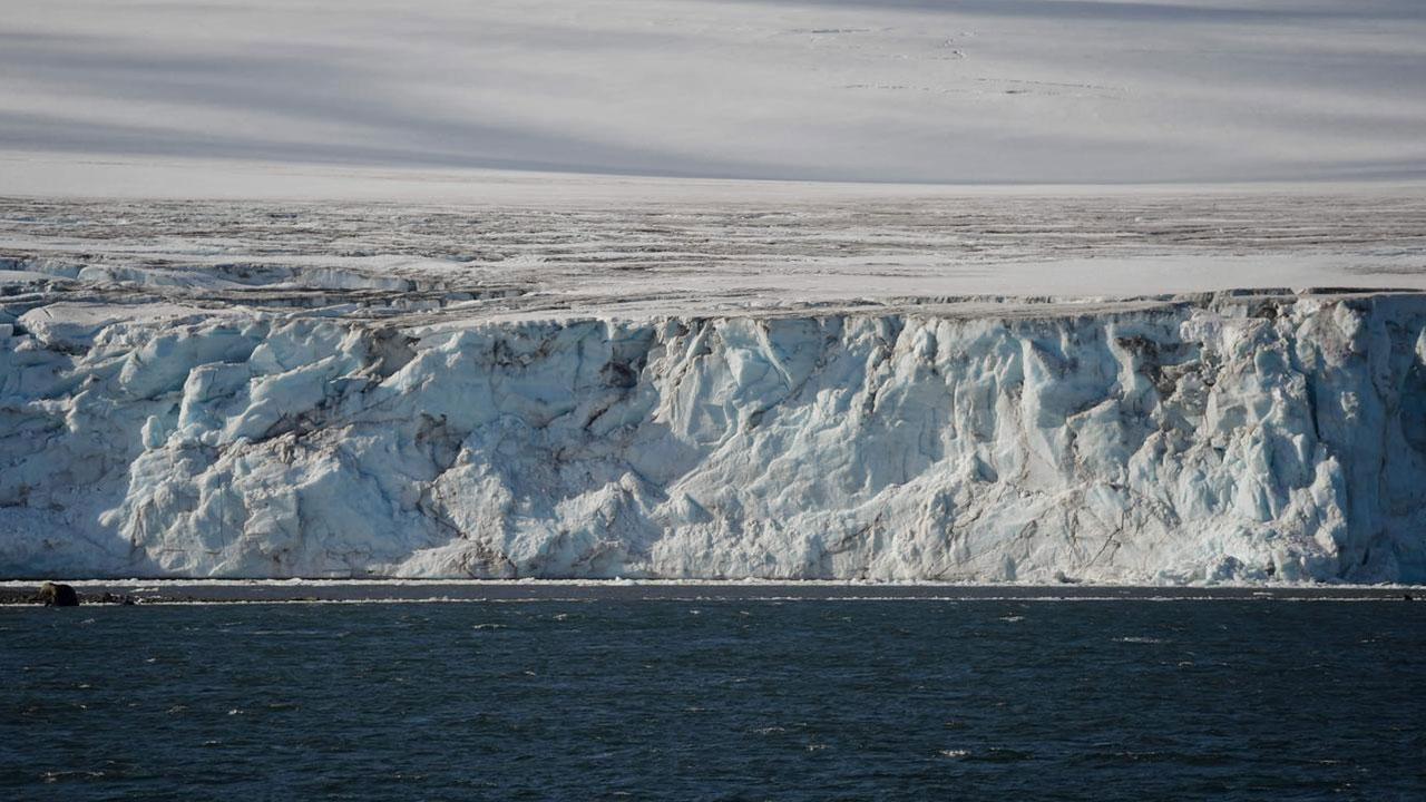 dunyanin-en-buyuk-buzdagi-antarktikadan-koptu