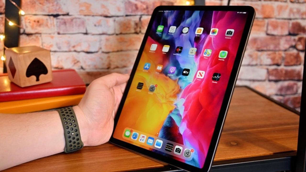Apple OLED ekranlı iPad