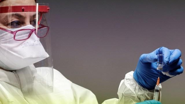 COVID-19 geçirmiş kişiler için aşı programı değişti mi?
