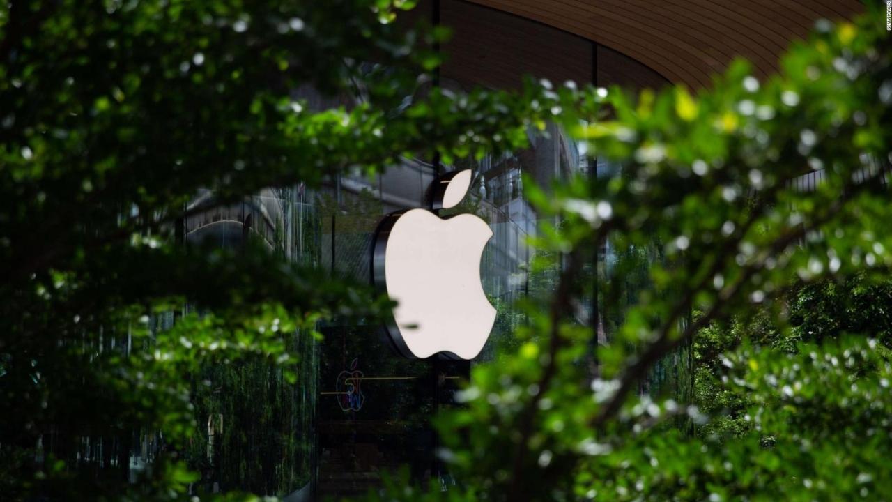 Apple, Facebook şirketini tehdit etti