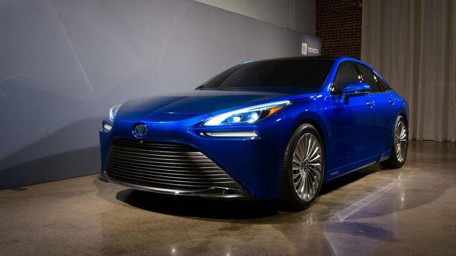 Toyota'nın hidrojenle çalışan aracı Mirai, dünya rekoru kırdı