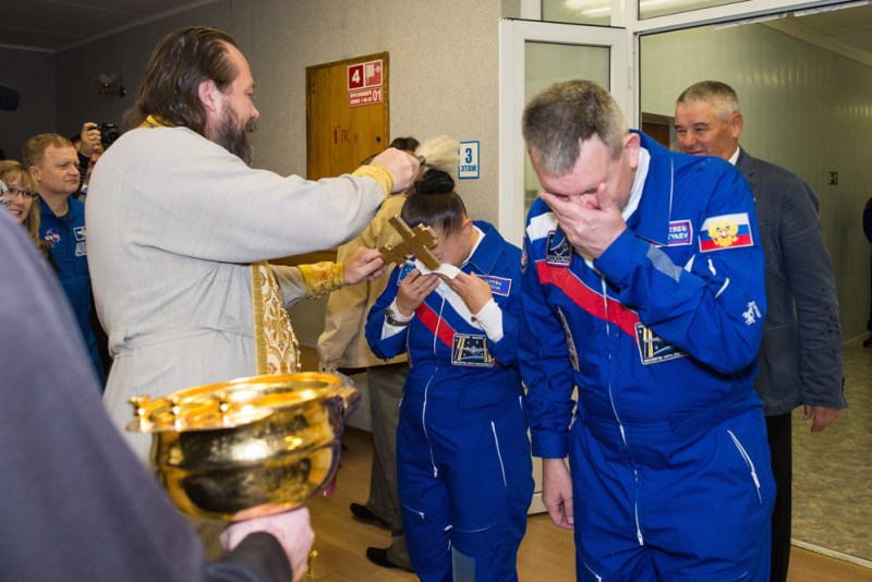 Expedition 41 Crew Blessing