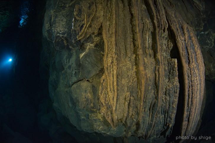 水中鍾乳石