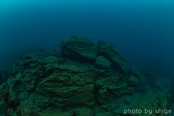 溶岩で出来た台座