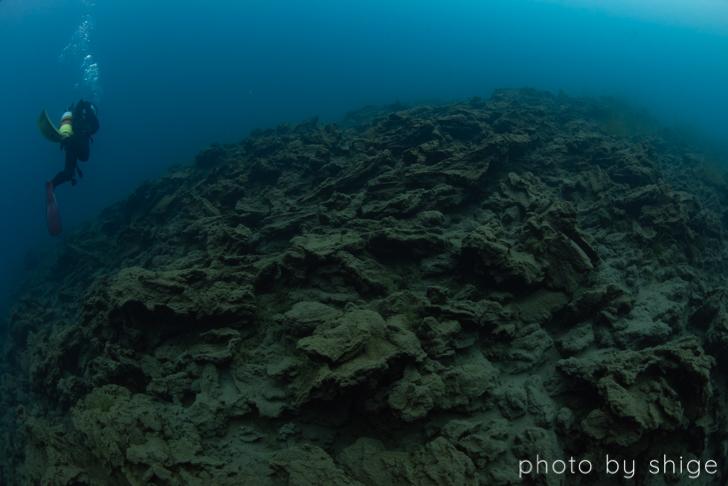 溶岩を泳ぐ風景
