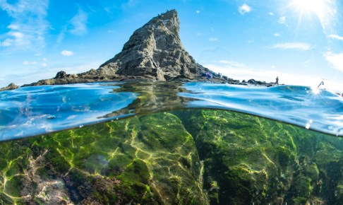烏帽子岩の半水面写真