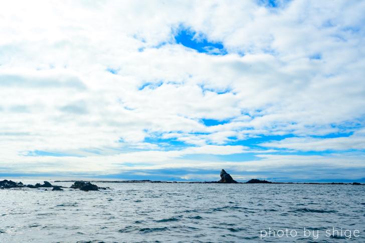 遠くに見える烏帽子岩