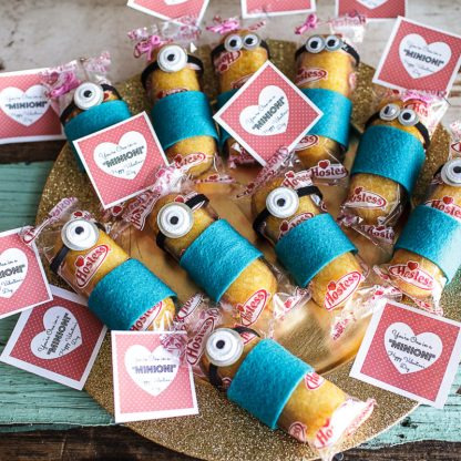 Micah's Valentine's treats: Minion Twinkies :D