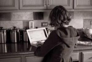 laptop-girl_19-104388