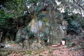 瓶割山(長光寺山)大岩ルート-大きな岩