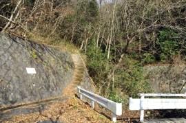 瓶割山(長光寺山)岩倉山峠道-谷筋ルート - 登山道入口
