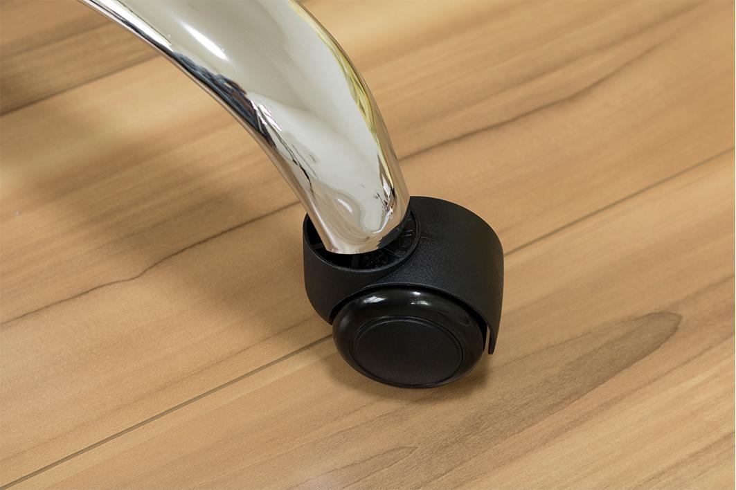 傷や表面単板の剥がれにも繋がるフローリングと車椅子、椅子やキッチン収納のキャスターの関係について
