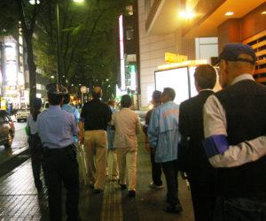 新横浜2丁目の歓楽街では、飲食店関係者の通行人に対する執ような声掛け等の迷惑行為が後を絶たないという