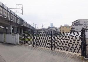今回売却される土地は新幹線の高架橋に隣接している