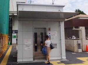 「新横浜駅横断地下道」の篠原口側のみに完成したエレベーター