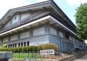 岸根公園駅近くにある神奈川県立の「武道館」
