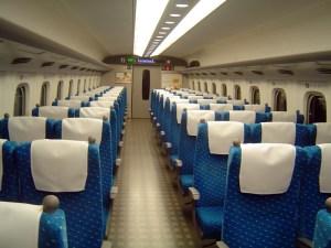 新横浜駅を6時ちょうどに出発する「ひかり493号」(広島行)は始発列車なので年末年始でも自由席に座れる確率が高い