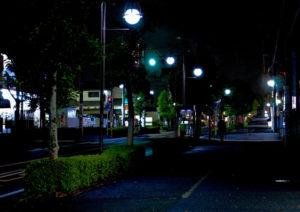 時間帯に限らず暗くなった夜道では不審者に警戒を(写真はイメージ)
