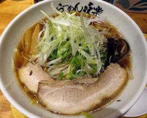 香ばしい「焼き醤油らーめん」(税込900円)