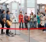 新横浜駅でのライブ