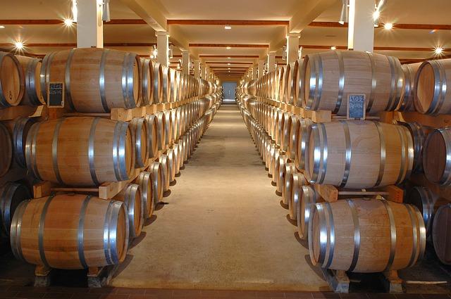 ワインの入った樽