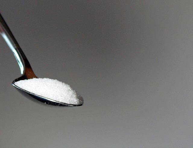 スプーンに盛った砂糖