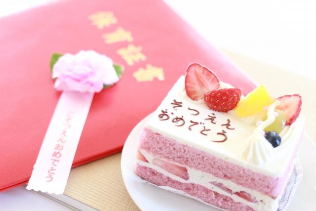 卒園のお祝いのケーキ