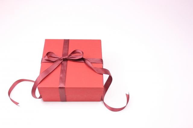 赤いギフトボックスのプレゼント
