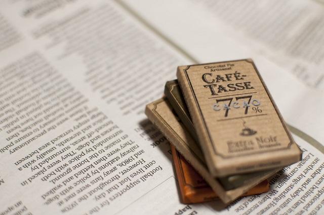 義理チョコと英字新聞